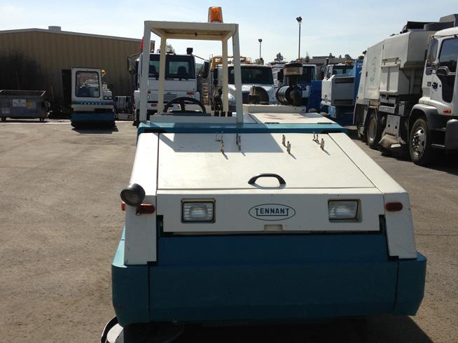 2005 Tennant 810 Propane Street Sweeping Equipment Sales