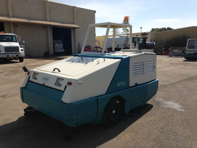 2005 Tennant 810 Propane Street Sweeping Equipment Sales