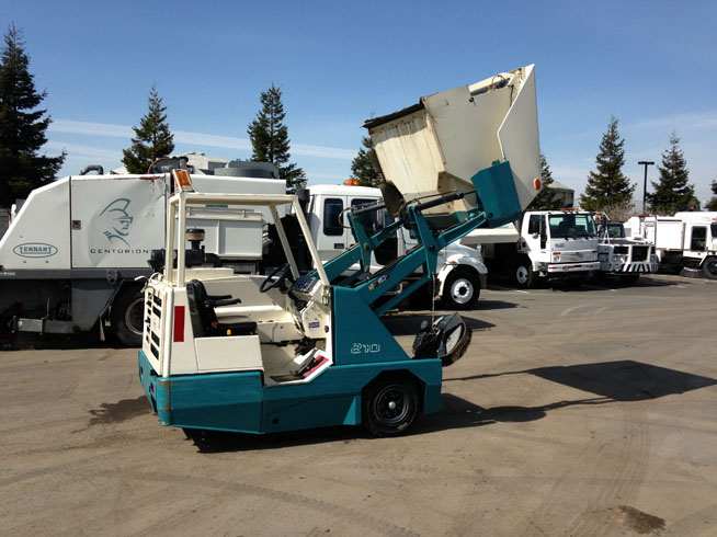 2005 Tennant 810 Propane | Street Sweeping Equipment Sales ...